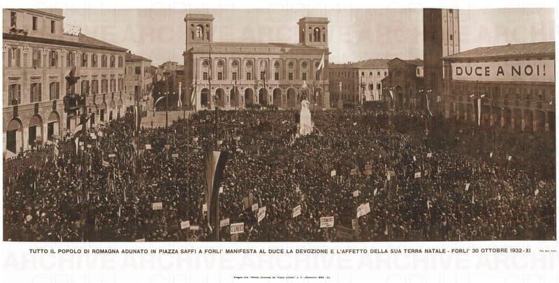 'Duce a noi'. Piazza Saffi, Forlì