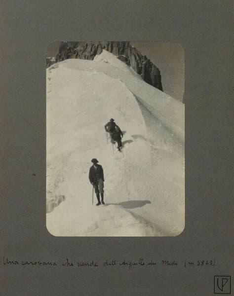 Una carovana che scende dall'Aiguille du Midi (m 3843)